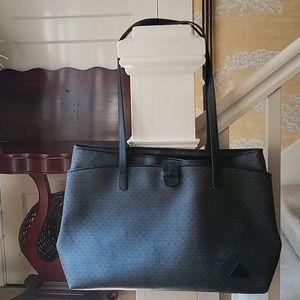 Liz Claiborne black satchel purse..Excellent Cond